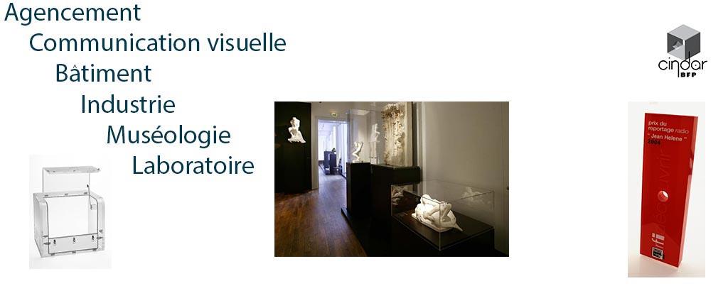 Vitrine de musée en plexiglas